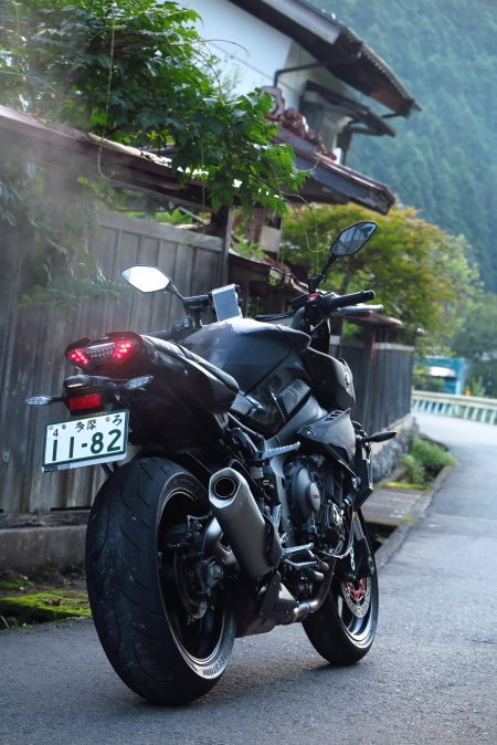 yamaha_mt10_end.JPG
